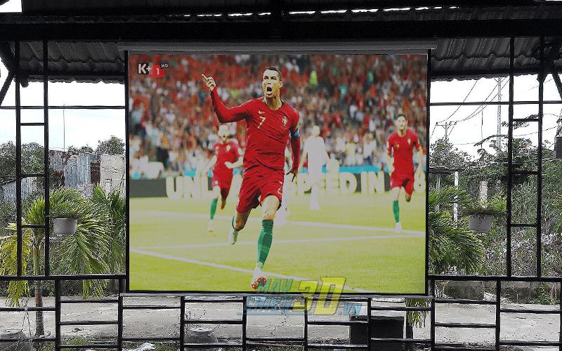 Lắp đặt máy chiếu Optoma PX390 cho quán cafe bóng đá