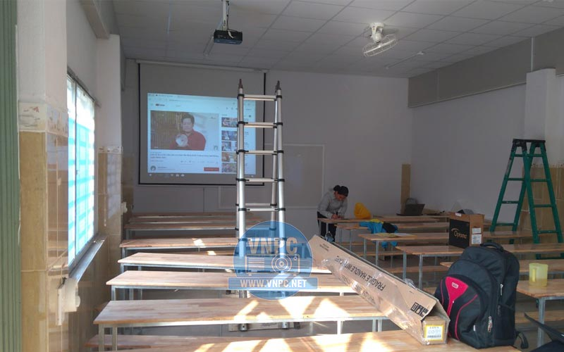 Máy chiếu dùng cho trường học tốt giá rẻ cung cấp bởi VNPC